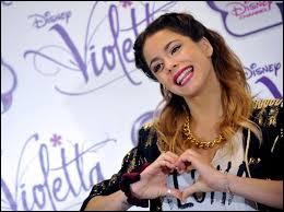 Dans la saison 1, avec qui sort Violetta ?