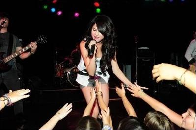 Quel est le nom de la fan base de Selena Gomez ?