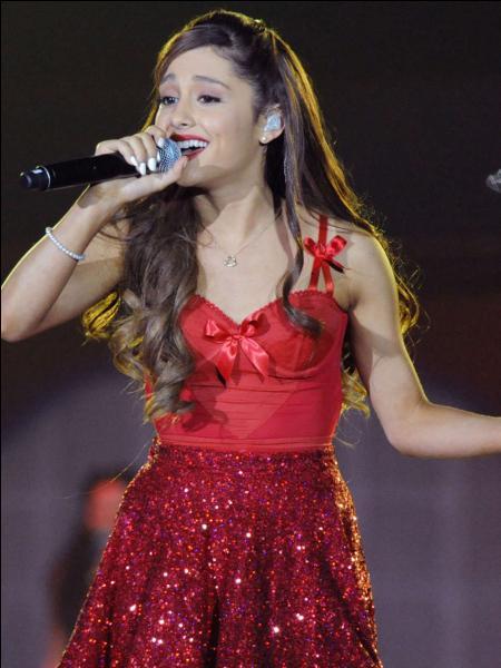 Quel est le nom de la fan base de Ariana Grande ?