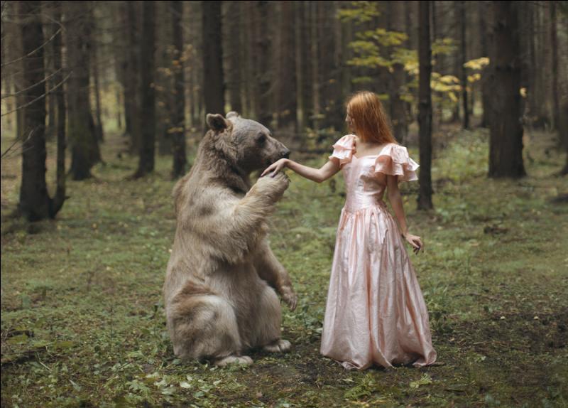 Dans ce conte pour enfants, une petite fille devient l'amie de trois ours, comment s'appelle-t-elle ?