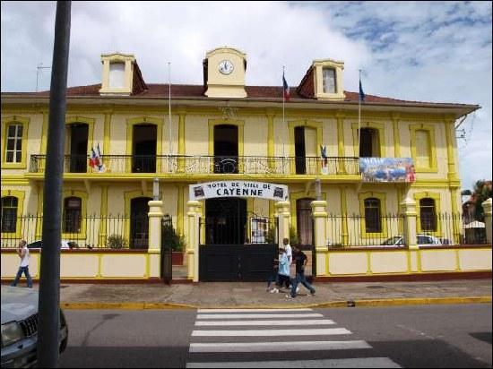 Quels pays sont frontaliers de la Guyane française ?