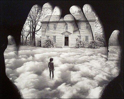 """Dans quelle comédie musicale entend-on """" Tués par des rêves chimériques, écrasés de certitude, dans un monde rempli de solitude ..."""" ?"""