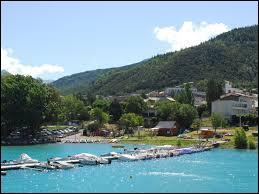 Située sur les rives du Lac de Serre-Ponçon, la ville pacaïenne de Savines-le-Lac se trouve dans le département ...