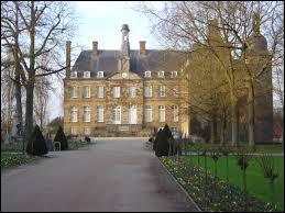 Nous partons visiter le château de la commune Ornaise de Flers. Nous nous rendons en région ...
