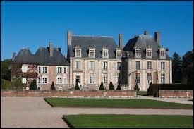Je vous emmène à la découverte du château de la ville centriste de La Ferté-Saint-Aubin. Nous devons nous rendre dans le département ...
