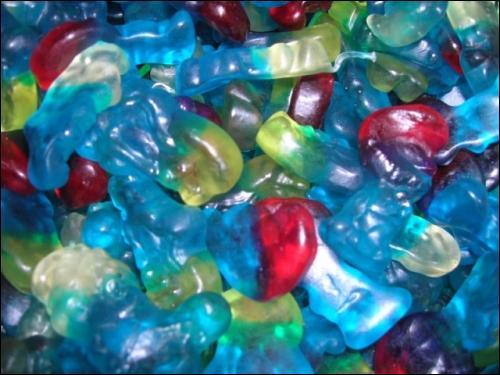 Principalement de couleur bleu, ces bonbons passent également sur des chaines T.V pour enfants, ce sont ... ?