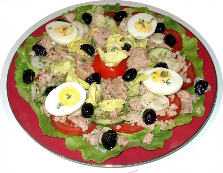 Quand on vous présente une telle salade, vous l'avez reconnue ! C'est une salade niçoise, aidez moi à la compléter : Elle contient des tomates, concombres, poivrons, artichauts violets, du thon, des anchois, des oeufs durs et ...