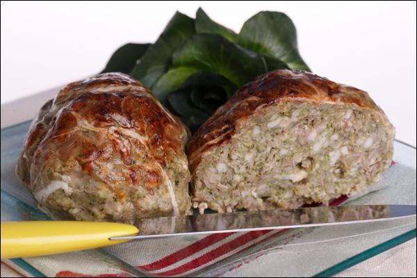 Toujours en entrée, vous pouvez choisir ces petits pâtés de porc mélangé à des épinards ou des blettes, servis tièdes avec une salade :