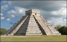 Quel est le pays d'origine de cette pyramide ?
