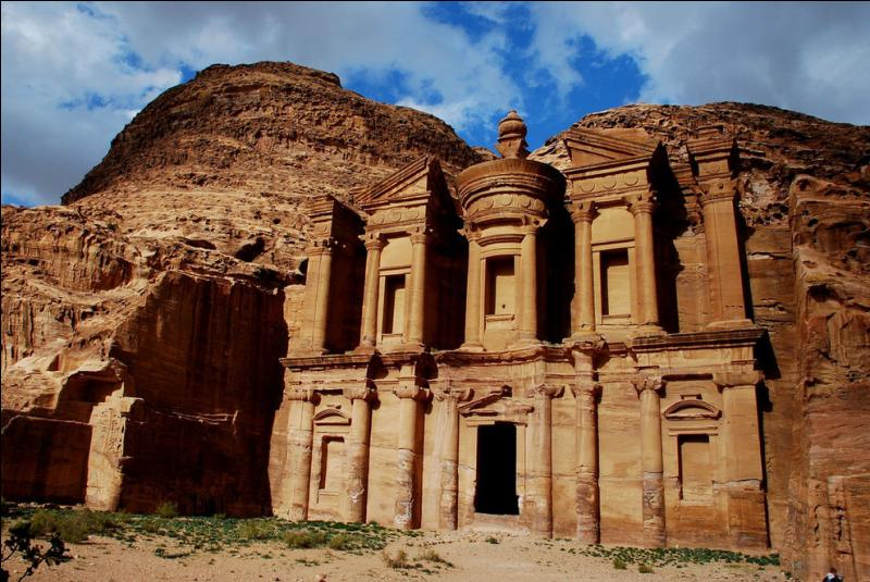 Comment ne pas trouver, Petra la bariolée est connue dans le monde entier !