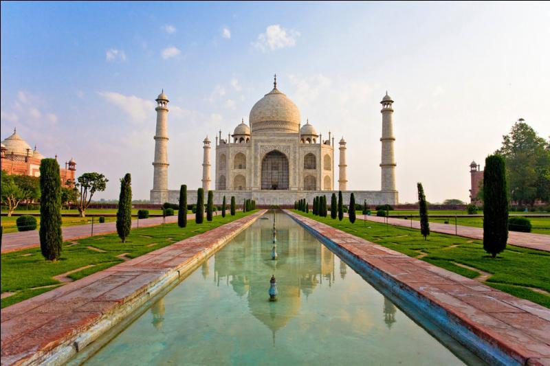 Cadeau, c'est l'un des monuments les plus célèbres du monde, situé ...