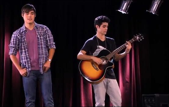 De quelle chanson, interprétée par León et Tomás, provient ce clip ?
