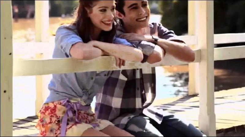 Cette chanson est interprétée par Tomás et Violetta. Comment se nomme cette chanson ?