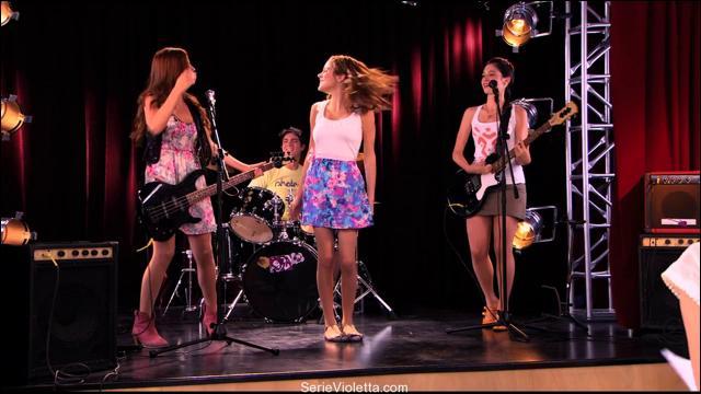 C'est une chanson interprétée par Violetta, Francesca et Camila. Comment se nomme cette chanson ?