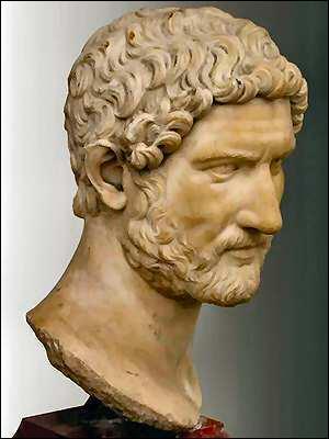Quel est ce tyran d'Athènes, soutenu par les gens de la montagne, il s'empara de l'Acropole en 560 av. J.-C. afin de favoriser le développement de la petite paysannerie, et en même temps, les importations de céréales ?