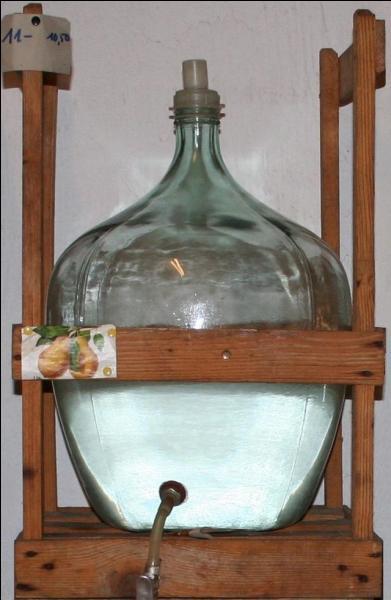 Quelle contenance maximum possède une dame-jeanne, bonbonne en grès ou en verre utilisée pour le transport d'aliments ou de boissons ?