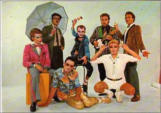 """La chanson """"Oh les filles"""", grand succès en 1974 du groupe """"Au bonheur des dames"""", commence ainsi : """"Je suis sorti avec..."""