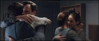 Quel est le nom de famille de Tris ?