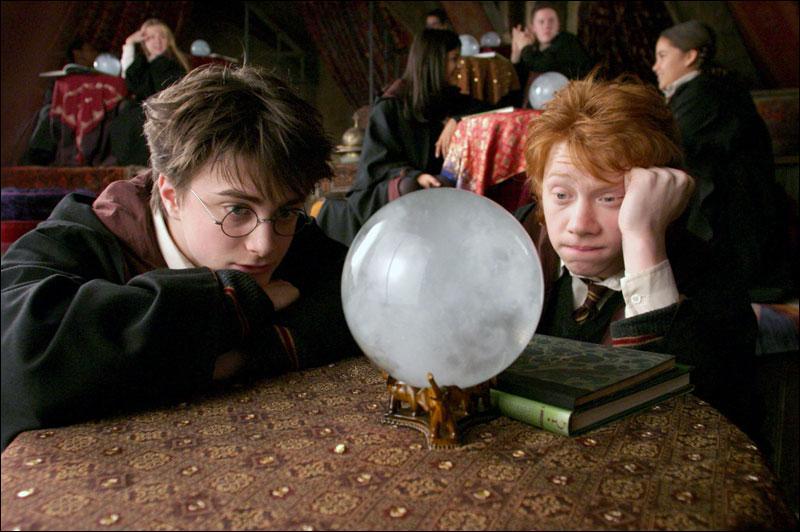 """De quel tome est extraite cette citation ? """"Et, à partir d'aujourd'hui, même si des feuilles de thé m'écrivent sous le nez : """"Tu dois mourir bientôt, Ron"""", je les remettrai à leur place, c'est-à-dire à la poubelle. """""""