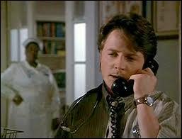 Benjamin Stone envisageait une carrière de chirurgien plasticien à Beverly Hills mais un accident de la route va l'amener à devenir le médecin de la petite ville de Grady... Quel est le titre de ce film de 1991 avec Michael J. Fox ?
