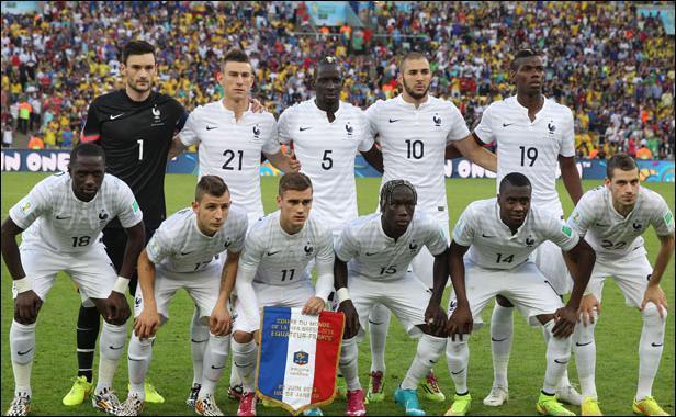 Lors de leur premier match, à quel pays la France a-t-elle été opposée ?