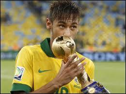 Quel joueur de l'équipe du Brésil s'est gravement claqué le dos ?