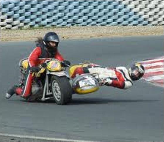 Sport - Dans les compétitions de side-cars, comment appelle-t-on le copilote qui fait contrepoids dans les virages ?