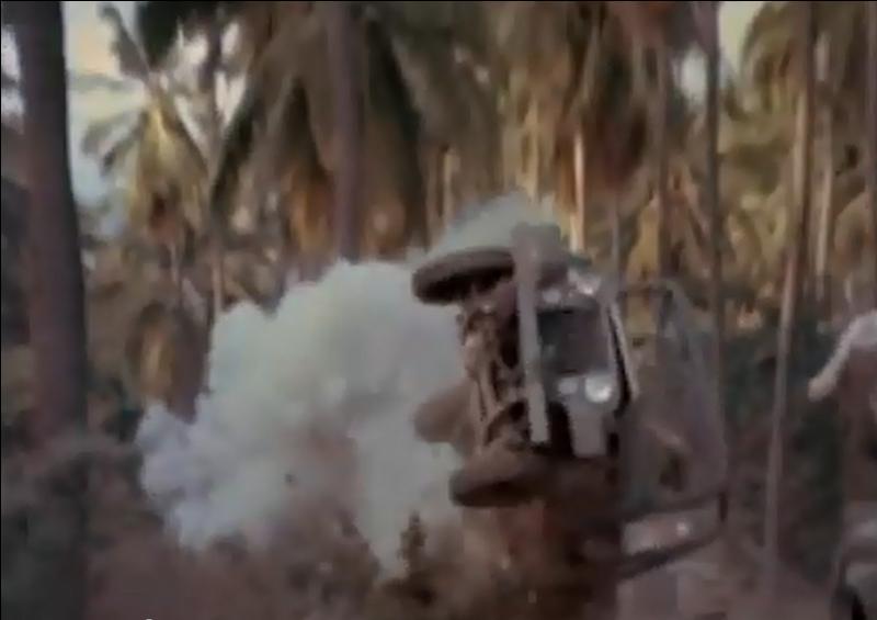 Une Jeep de l'armée américaine qui s'envole suite à une explosion improbable... On devine le tremplin caché derrière le buisson ! De quel générique cette image est-elle extraite ?