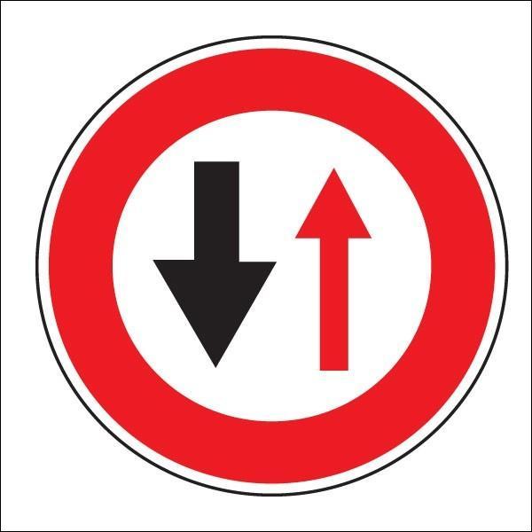 Que signale ce panneau d'interdiction ?