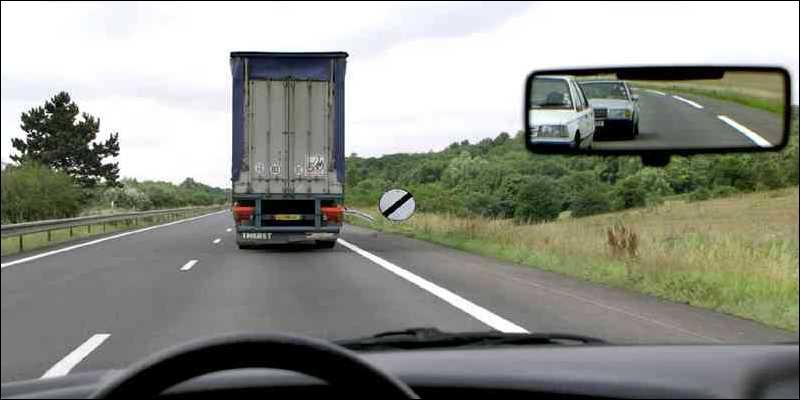 Puis-je doubler ce camion qui est devant moi ?