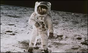 En quelle année Neil Armstrong marcha-t-il sur la lune ?