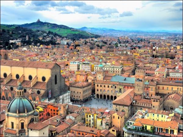 Combien d'habitants compte la ville de Bologne ?