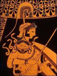 Qu'a fait Athéna de la tête de Méduse ?