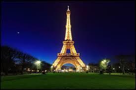 Parlons un peu budget. Quel est le prix pour monter au sommet de la tour Eiffel pour un adulte ?