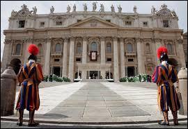 Continuons notre visite toujours à l'intérieur de Rome mais, cette fois-ci, en changeant de pays. Où suis-je ?