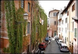 On continue cette visite par les plus beaux quartiers de Rome. On commence ici :
