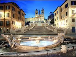 Nous voici maintenant sur une place, comme il en existe beaucoup à Rome. Mais celle-ci est très prisée par les touristes. Comment s'appelle-t-elle ?
