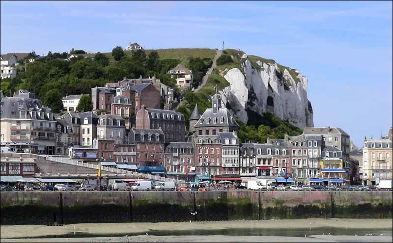 """Normandie. Falaises de craie. """"Les trois villes sœurs : Eu, Mers-les-Bains et ..."""