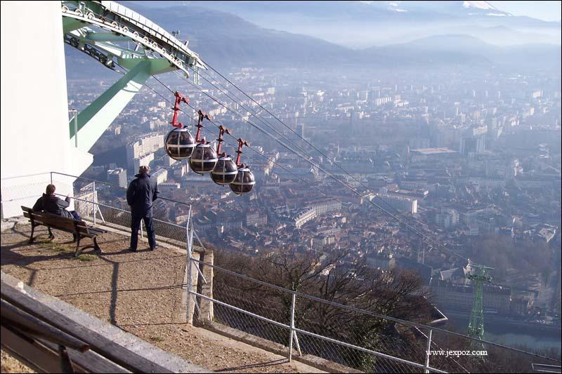 """""""Capitale des Alpes"""". 'Le Dauphiné Libéré'. Stendhal a écrit : """"Au bout de chaque rue, une montagne ..."""" !"""
