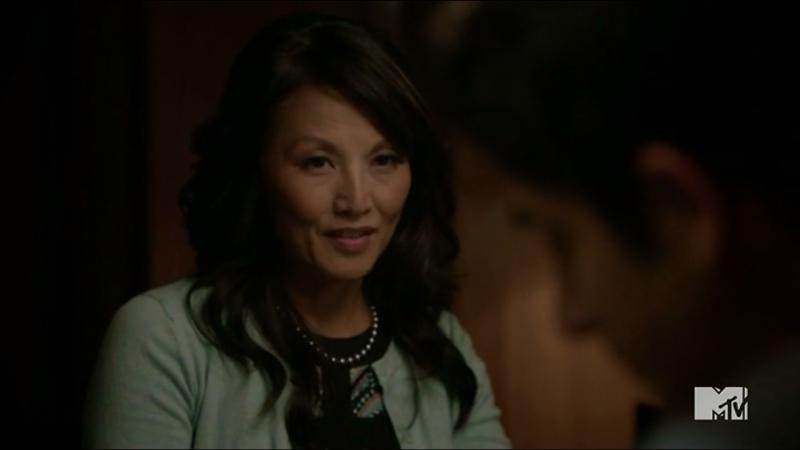 Quel âge a réellement la mère de Kira ?
