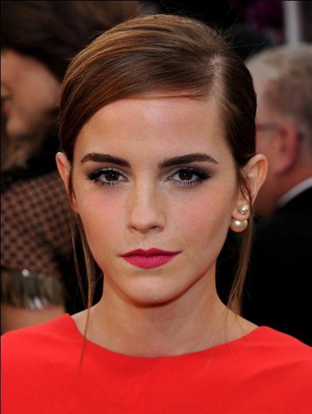 Grâce à quel film Emma Watson s'est-elle fait connaître dès l'âge de 10 ans ?