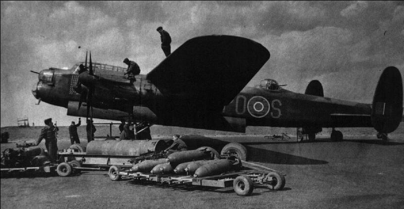 Cet avion anglais a été l'épine dorsale du « Bomber Command » de la RAF. Il a été utilisé par les Anglais lors du bombardement de Dresdes (1945). Egalement, après quelques modifications, il a été utilisé lors de la destruction de certains barrages allemands. Il a aussi transporté la plus grosse bombe (non atomique) du conflit ! Quel est cet avion ?