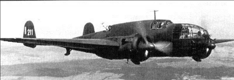 A vous de trouver cet avion polonais, ce bombardier a participé à la bataille de Pologne en 1939. Cet avion existe en 2 versions au niveau de l'empennage. C'est un des rares avions modernes de l'armée de l'air polonaise. Il porte le nom d'élan.
