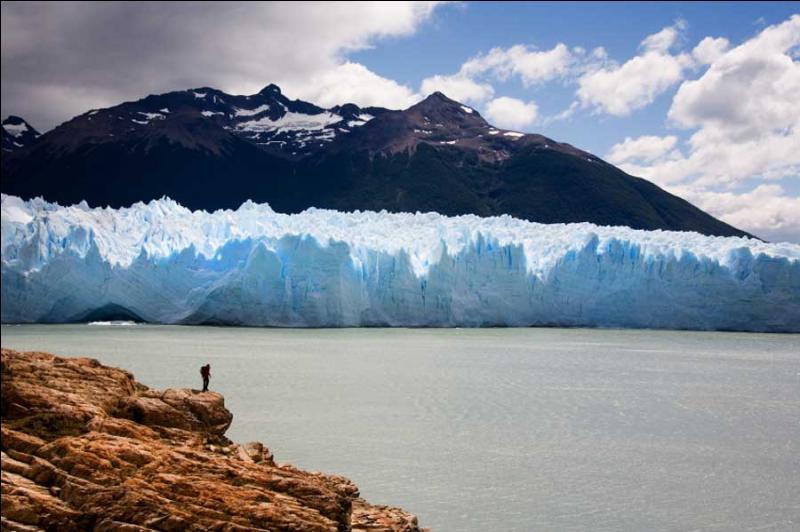 Quelle grande île où culmine le Mont Sarmiento, nous présente cette photo ?