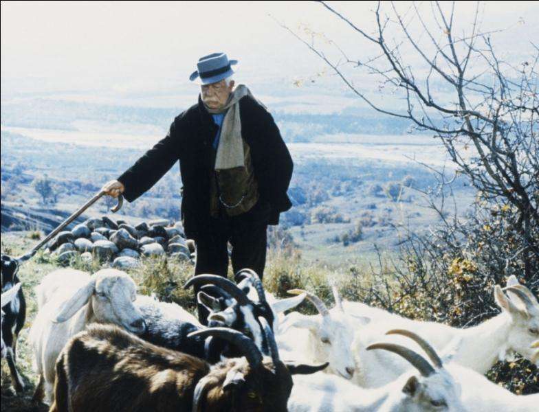"Dans quel film de Claude Bernard-Aubert , Jean Gabin incarne-t-il un patriarche propriétaire de ""la Grand-terre"" ?"