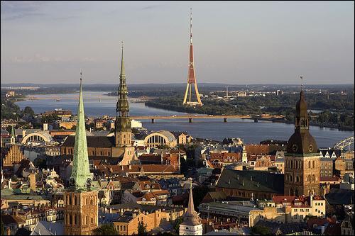 """Si vous voulez pouvoir écrire le nom de la capitale de la Lettonie, vous devrez ajouter un """"r"""" à un synonyme de :"""