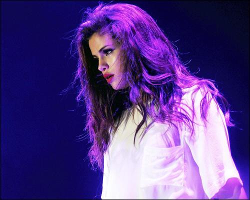 Elle reprend quelques chansons dans sa tournée. Vrai ou faux ?