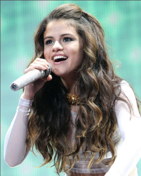 Quelle a été sa dernière chanson au concert ?