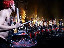 Quel est ce groupe français de percussions tapant sur des bidons pour composer ses morceaux ?