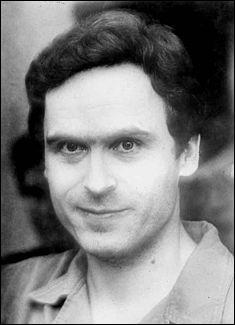 Combien de victimes ont été tuées par Theodore Robert Cowell, plus connu sous le nom de Ted Bundy ?